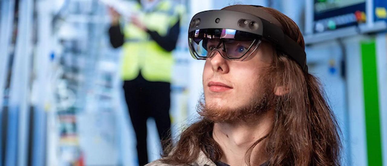 新实验室采用了多种虚拟增强现实中的高科技设备